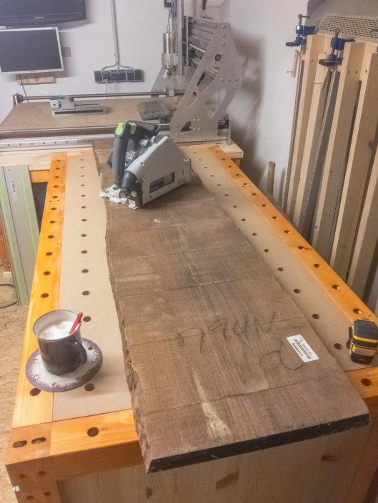 Unbesäumte Holzbohle