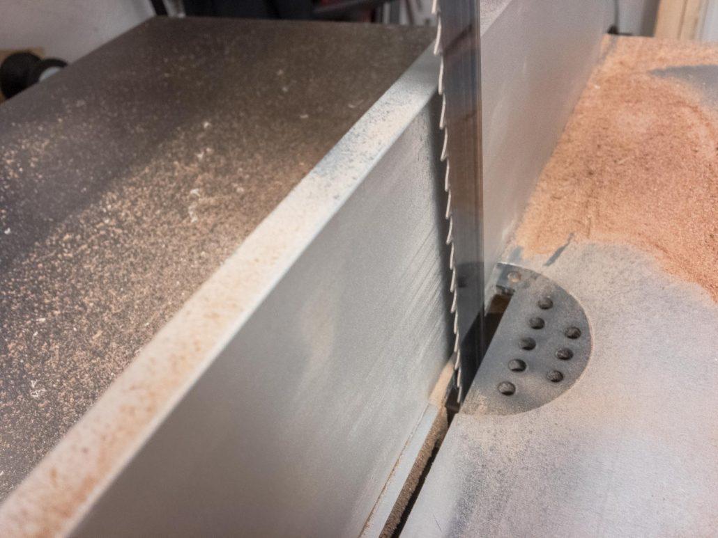 3mm Distanz zwischen Parallelanschlag und Sägeblatt (1/2)